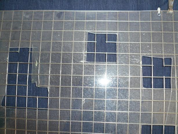 Herausgeschnittene Gitterzwischenstäbe und Folieneinschnitte