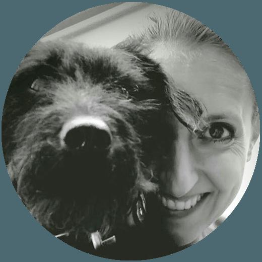 Mönchsittich Kursteilnehmerin Sabrina mit Hund